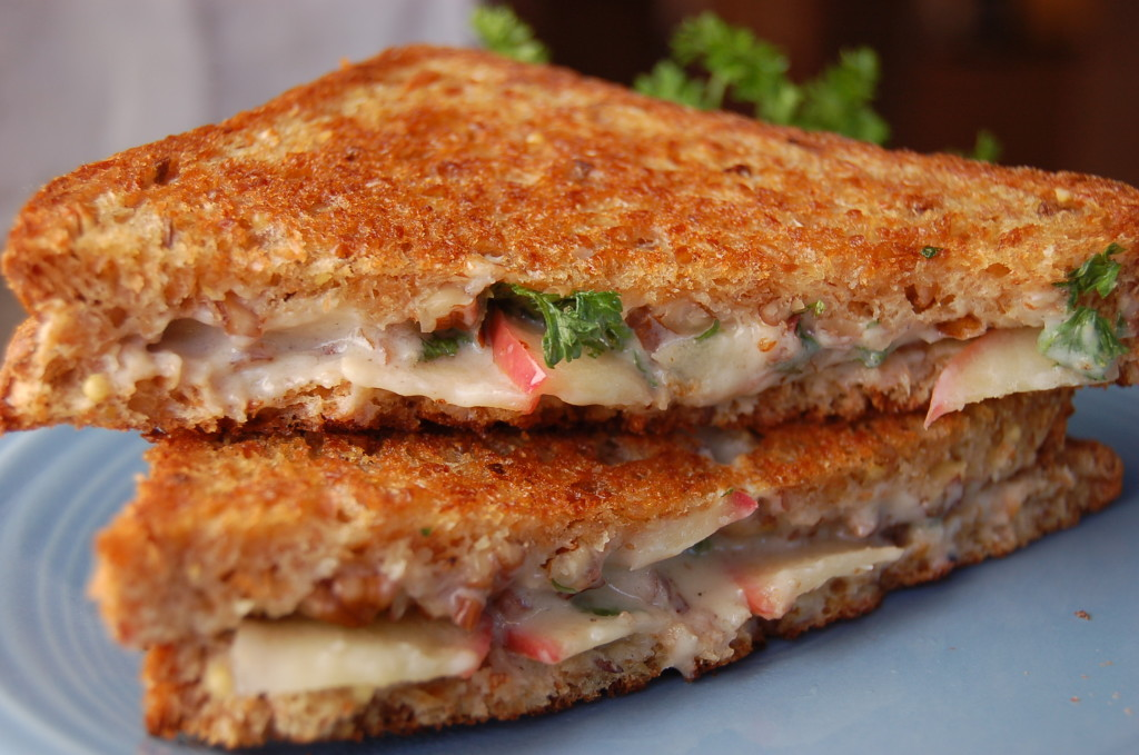 Grilled-cheese-with-apple-walnuts-and-parsely