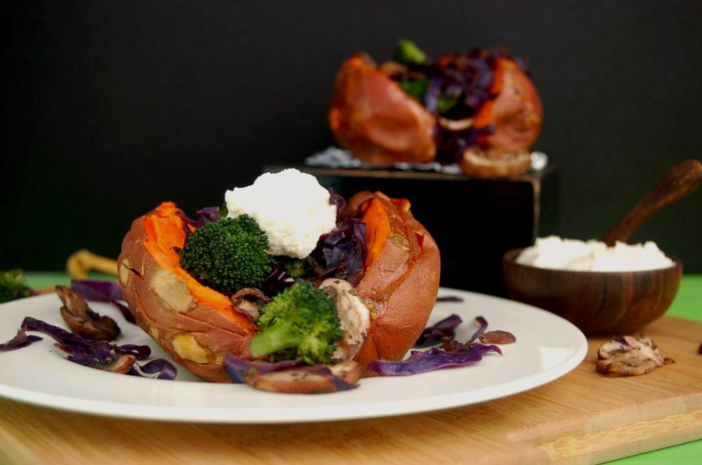 Baked Sweet Potatoes with Veggies and Cashew Cauliflower Cream_Whole Scene