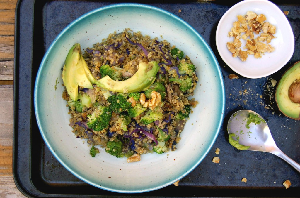 easy_quinoa_and_veggies_black_tin