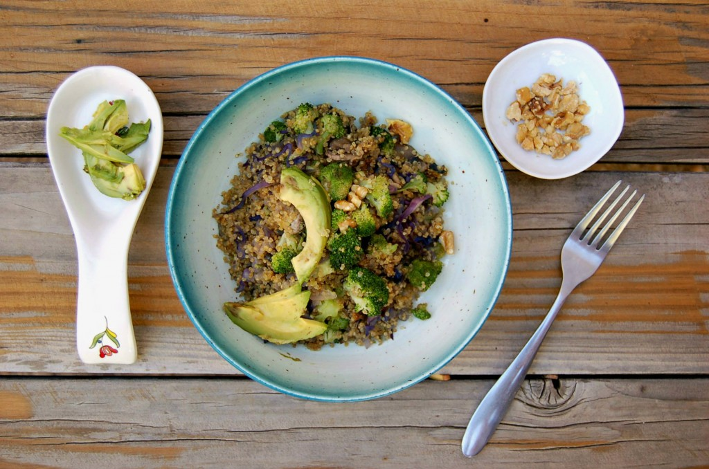easy_quinoa_and_veggies_plain_wood